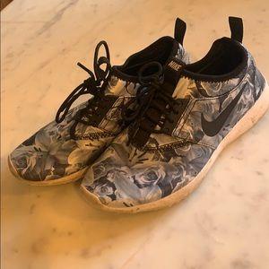 Nike floral print Rejuvenate sneakers